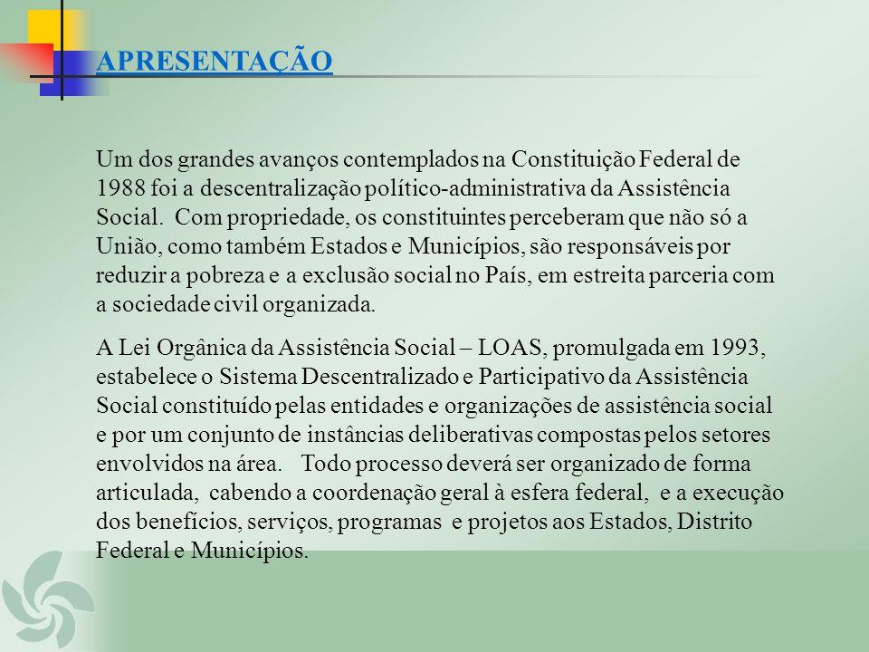 APRESENTAÇÃO Um dos grandes avanços contemplados na Constituição Federal de 1988 foi a descentralização político-administrativa da Assistência Social.