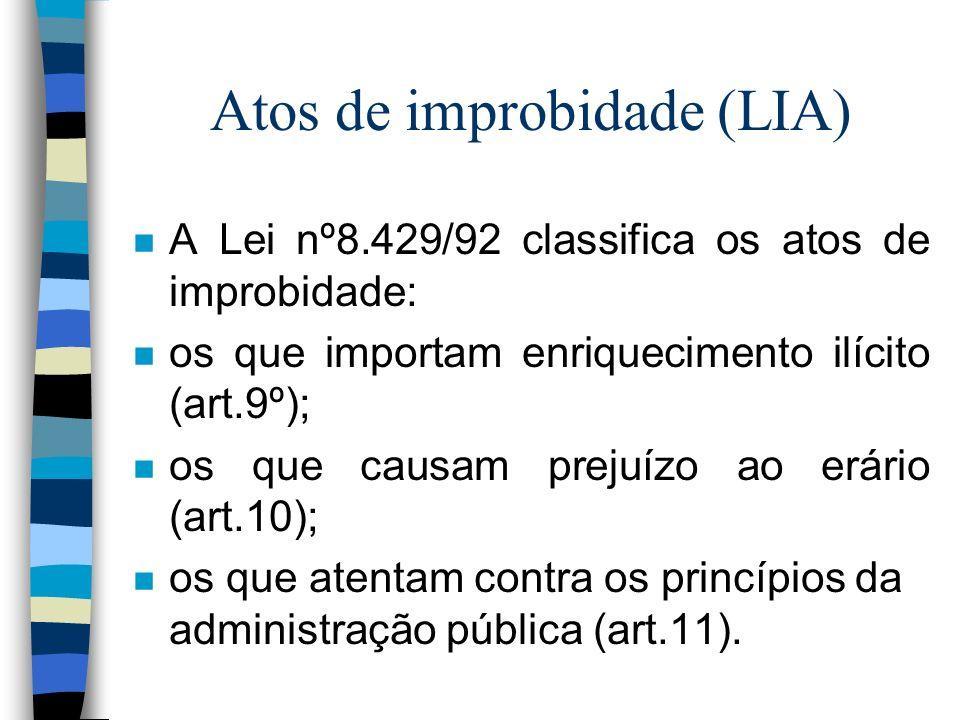 Atos de improbidade (LIA) n A Lei nº8.429/92 classifica os atos de improbidade: n os que importam enriquecimento ilícito (art.9º); n os que causam prejuízo ao erário (art.10); n os que atentam contra os princípios da administração pública (art.11).