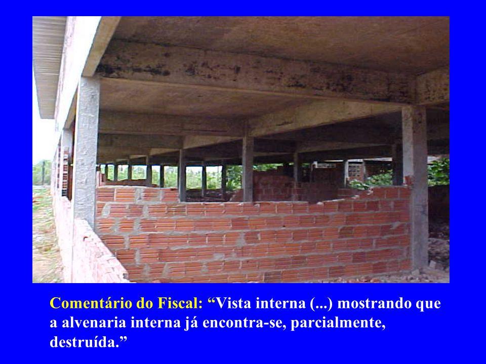Comentário do Fiscal: Vista interna (...) mostrando que a alvenaria interna já encontra-se, parcialmente, destruída.