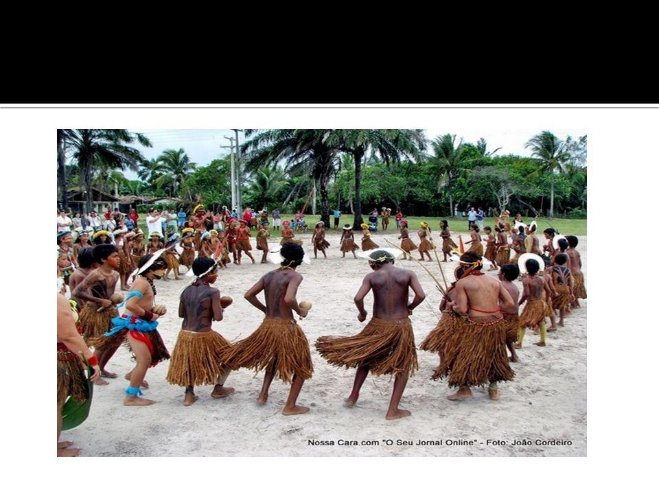 Ex: uma tribo indígena Aqueles que não conseguem se integrar totalmente a nenhuma das culturas que os rodeia ficam à margem da sociedade.