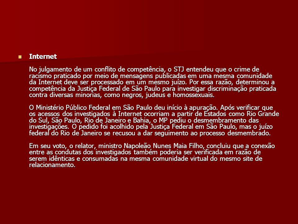 Internet No julgamento de um conflito de competência, o STJ entendeu que o crime de racismo praticado por meio de mensagens publicadas em uma mesma co