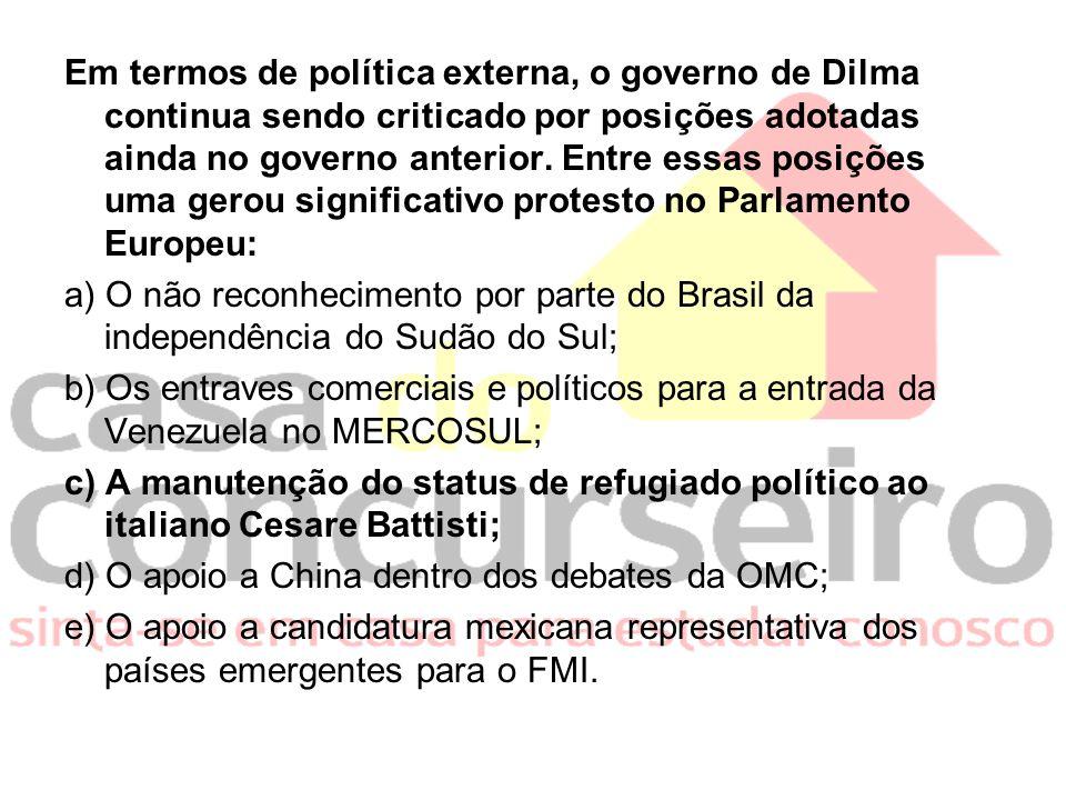 Em termos de política externa, o governo de Dilma continua sendo criticado por posições adotadas ainda no governo anterior. Entre essas posições uma g