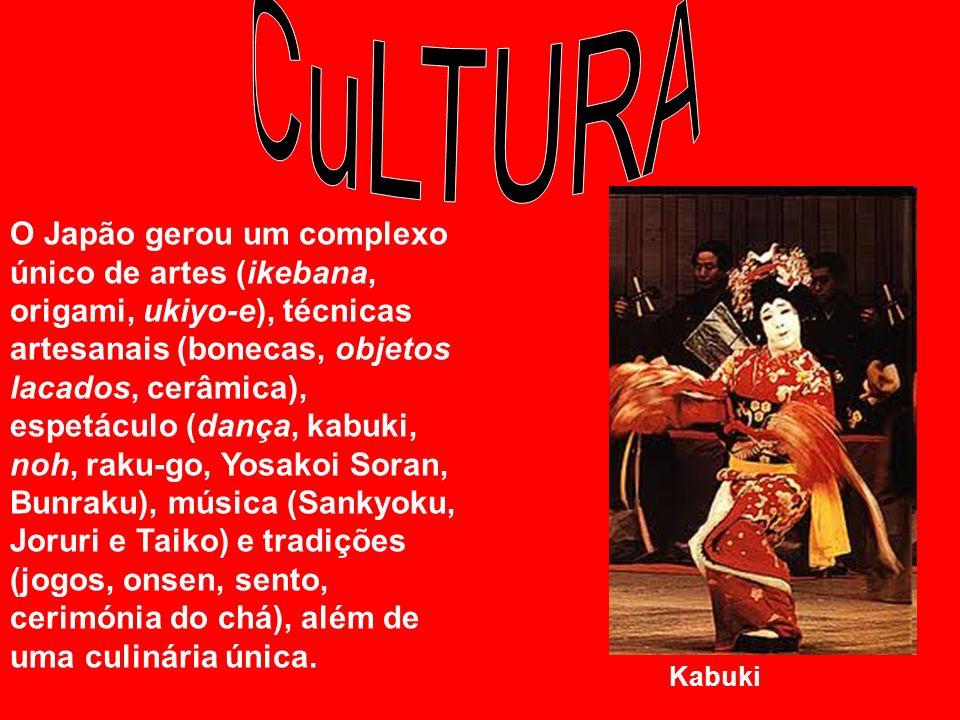 O Japão gerou um complexo único de artes (ikebana, origami, ukiyo-e), técnicas artesanais (bonecas, objetos lacados, cerâmica), espetáculo (dança, kab