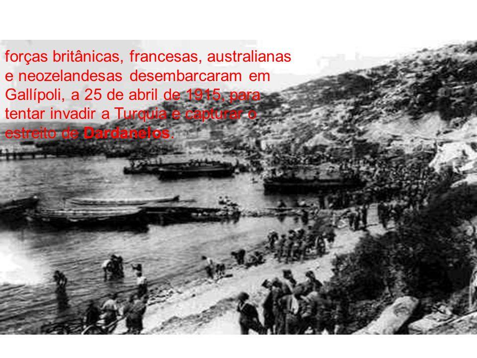 Desembarque na Turquia forças britânicas, francesas, australianas e neozelandesas desembarcaram em Gallípoli, a 25 de abril de 1915, para tentar invadir a Turquia e capturar o estreito de Dardanelos.