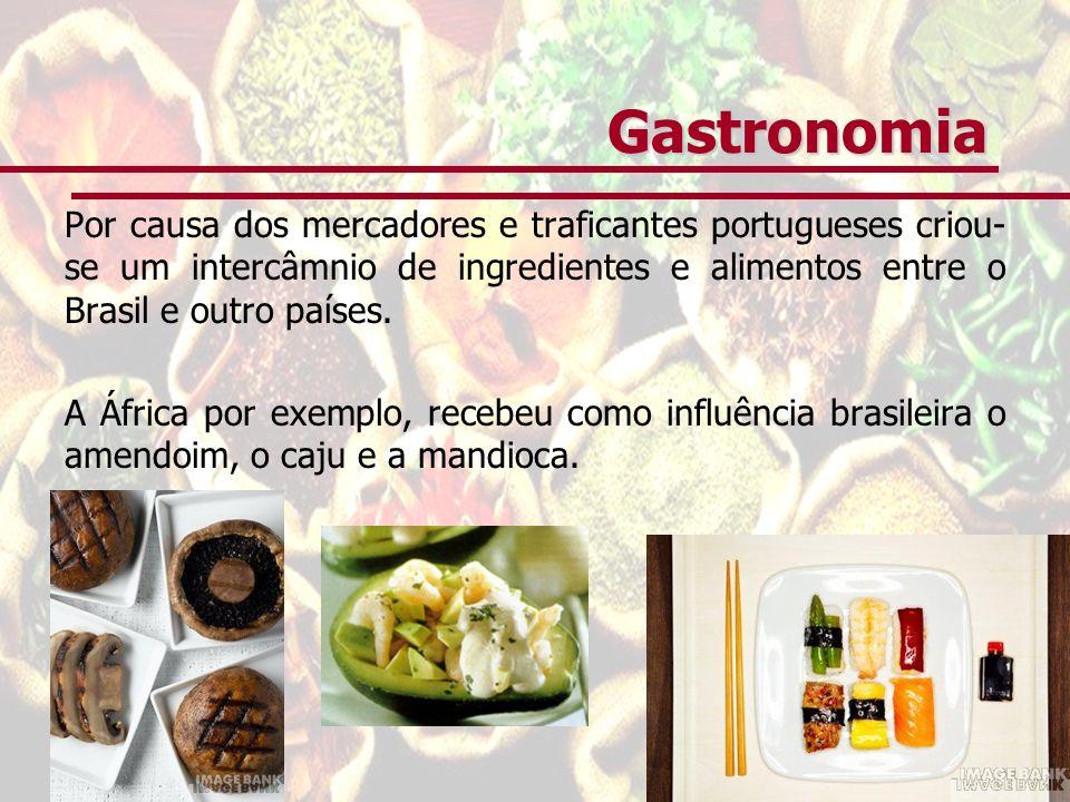 Gastronomia Por causa dos mercadores e traficantes portugueses criou- se um intercâmnio de ingredientes e alimentos entre o Brasil e outro países. A Á