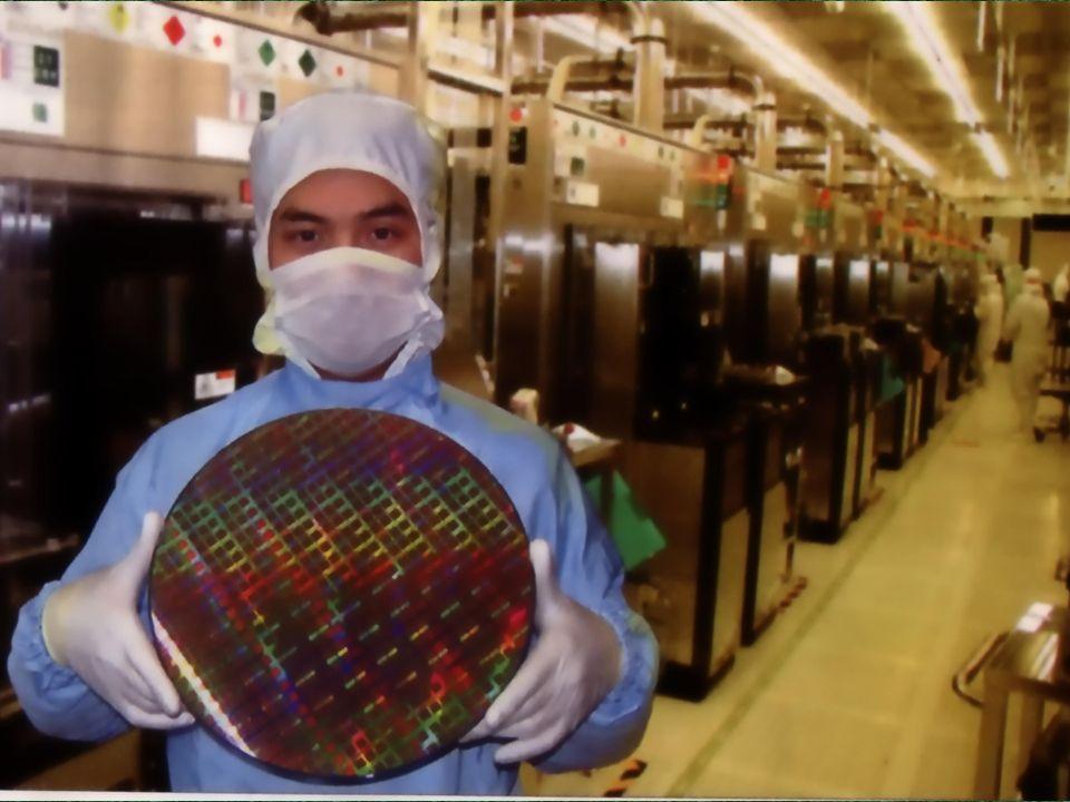 PARA AS PASTILHAS INSERIDAS (EMBEDDED) NÃO É NECESSÁRIA UMA MICROELETRÔNICA DE PRIMEIRA LINHA Focadas em tecnologias do sílicio Fundamentais para a inovação e competividade global das empresas brasileiras.
