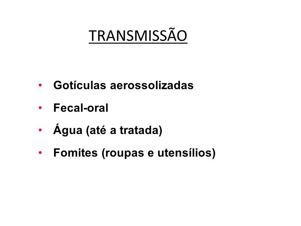 TRANSMISSÃO Gotículas aerossolizadas Fecal-oral Água (até a tratada) Fomites (roupas e utensílios)
