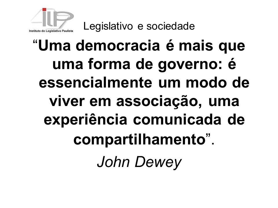 Legislativo e sociedade Uma democracia é mais que uma forma de governo: é essencialmente um modo de viver em associação, uma experiência comunicada de compartilhamento.