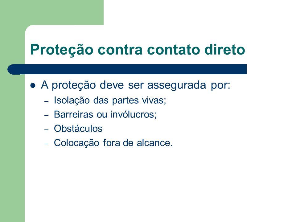 Proteção contra contato direto A proteção deve ser assegurada por: – Isolação das partes vivas; – Barreiras ou invólucros; – Obstáculos – Colocação fo