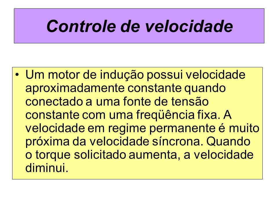 Controle de velocidade Um motor de indução possui velocidade aproximadamente constante quando conectado a uma fonte de tensão constante com uma freqüê