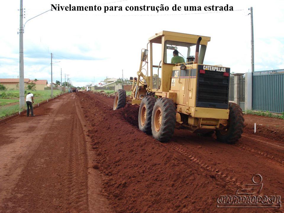 Nivelamento para construção de uma estrada