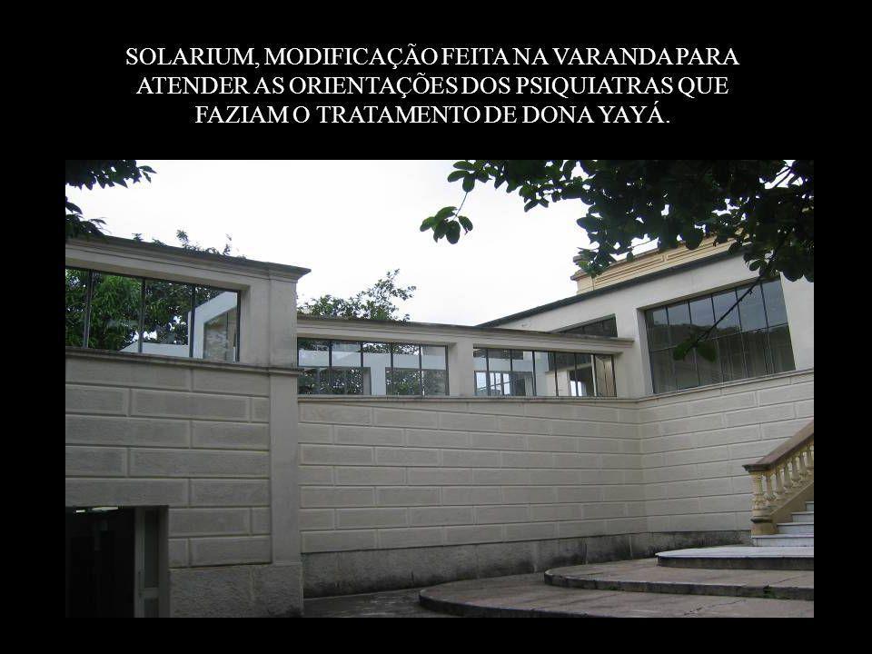 SOLARIUM, MODIFICAÇÃO FEITA NA VARANDA PARA ATENDER AS ORIENTAÇÕES DOS PSIQUIATRAS QUE FAZIAM O TRATAMENTO DE DONA YAYÁ.