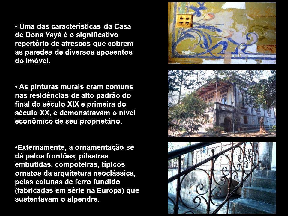 Uma das características da Casa de Dona Yayá é o significativo repertório de afrescos que cobrem as paredes de diversos aposentos do imóvel. As pintur
