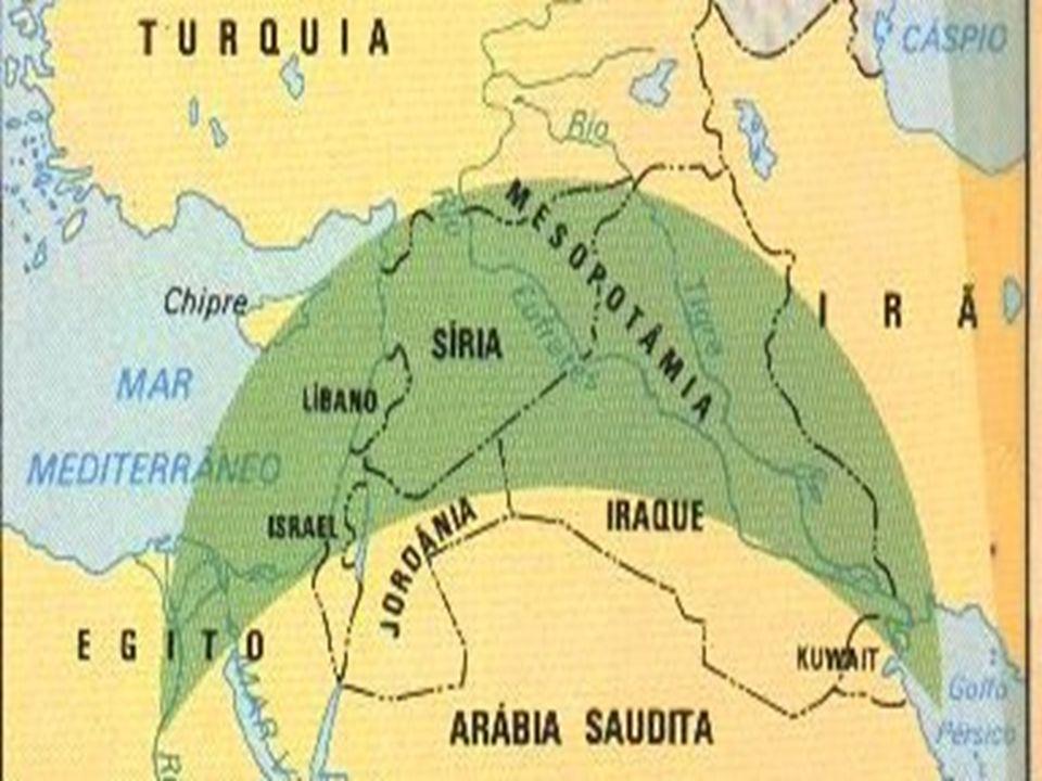 Crescente Fértil. De acordo com os vestígios arqueológicos e registros históricos as primeiras civilizações ocupavam as terras que abrangiam partes do
