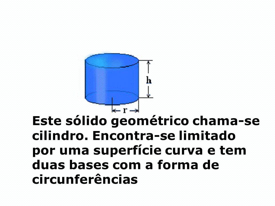 Este sólido geométrico chama-se cilindro. Encontra-se limitado por uma superfície curva e tem duas bases com a forma de circunferências