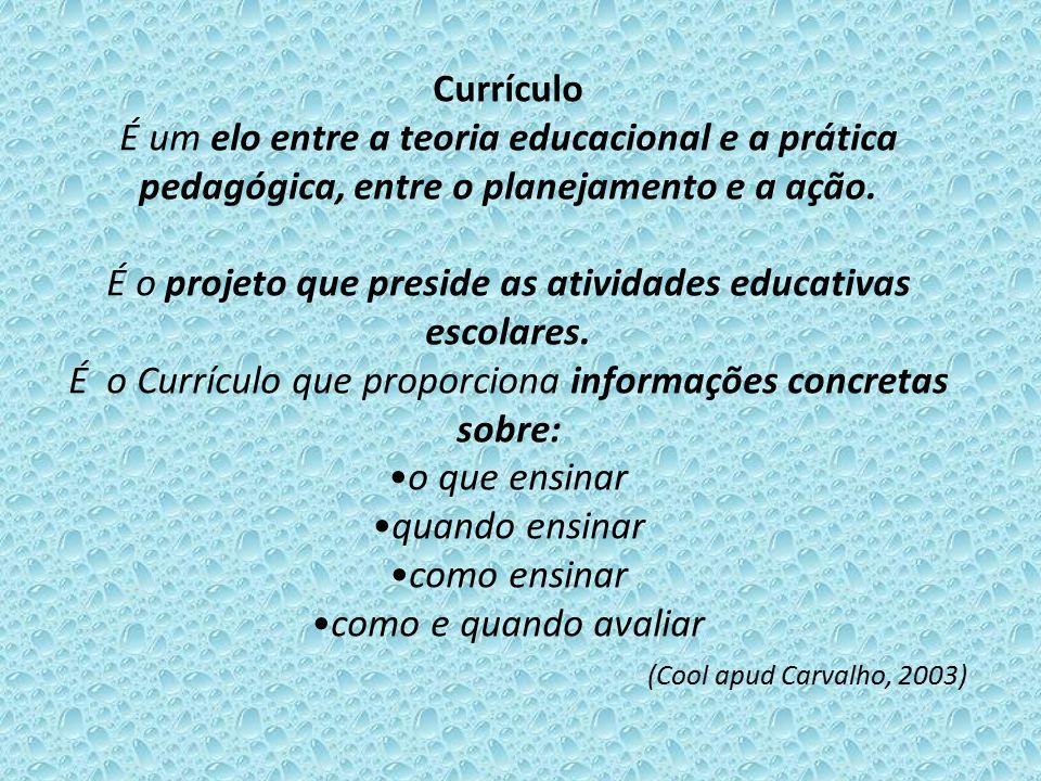 Currículo É um elo entre a teoria educacional e a prática pedagógica, entre o planejamento e a ação. É o projeto que preside as atividades educativas