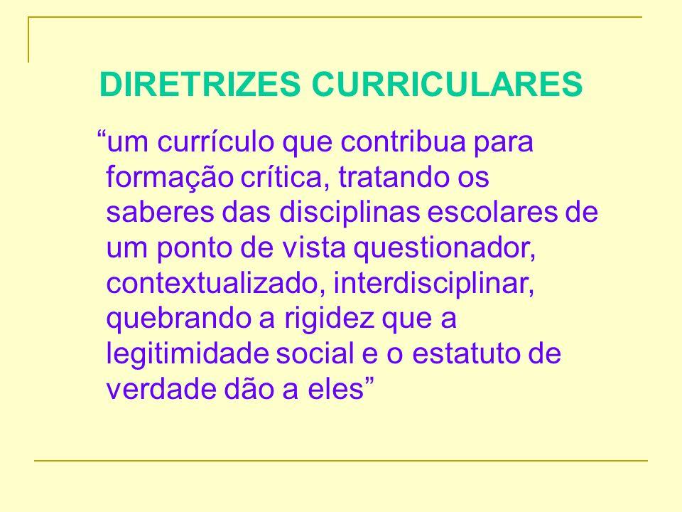 COLABORAÇÃO A colaboração pressupõe o engajamento de todos educadores da Rede Estadual de Educação do Paraná, num sistema aberto e interativo, cujo esforço de construção coletiva, coordenada, e continuada tem como finalidade a melhoria da educação pública e a valorização do conjunto de saberes dos professores estaduais.
