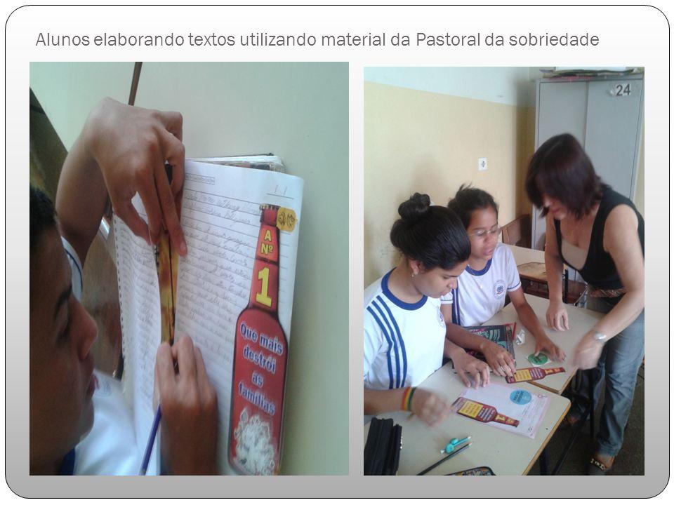 Alunos elaborando textos utilizando material da Pastoral da sobriedade