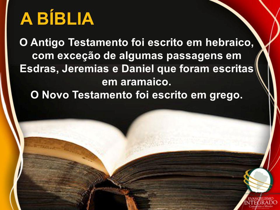 A BÍBLIA O Antigo Testamento foi escrito em hebraico, com exceção de algumas passagens em Esdras, Jeremias e Daniel que foram escritas em aramaico.
