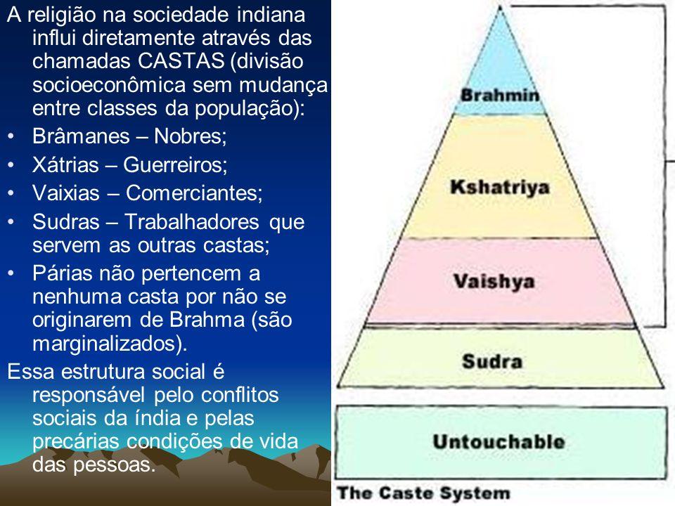 A religião na sociedade indiana influi diretamente através das chamadas CASTAS (divisão socioeconômica sem mudança entre classes da população): Brâman
