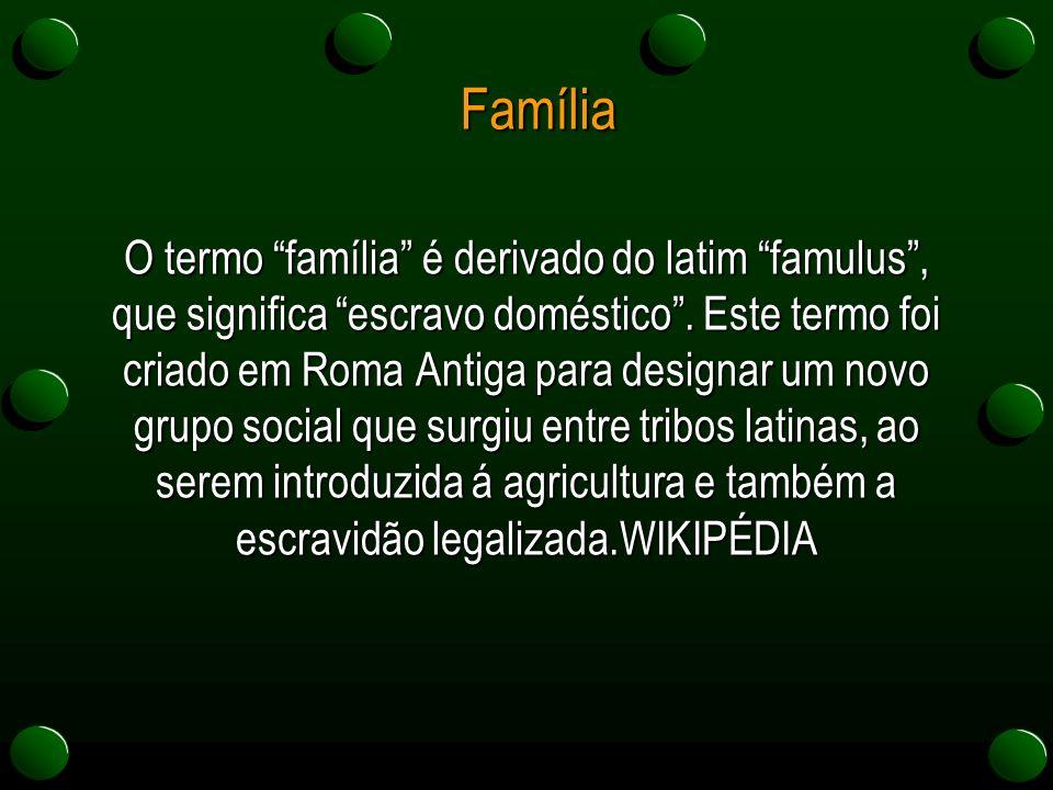 """Família O termo """"família"""" é derivado do latim """"famulus"""", que significa """"escravo doméstico"""". Este termo foi criado em Roma Antiga para designar um novo"""