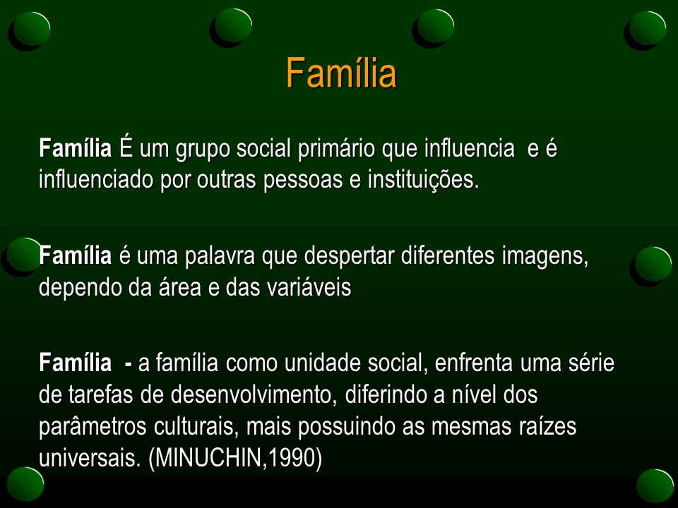 Família Família É um grupo social primário que influencia e é influenciado por outras pessoas e instituições. Família é uma palavra que despertar dife