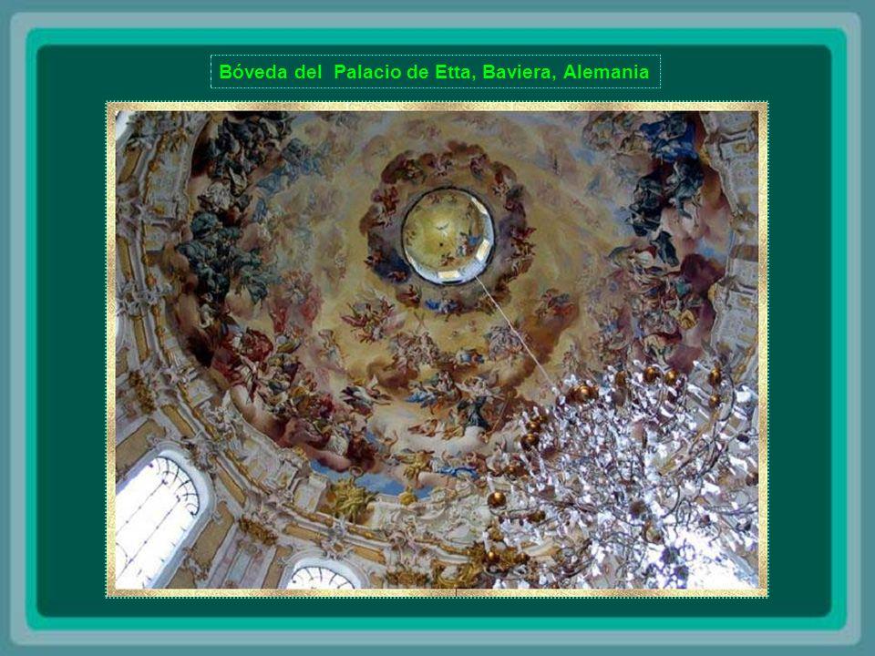 Bóveda de la Catedral de San Isaac - San Petersburgo A Catedral de Santo Isaac é o maior edifício religioso de São Petersburgo.