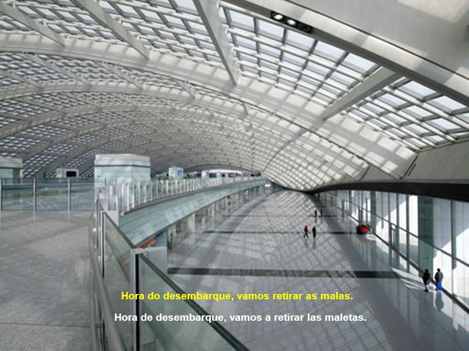Apesar da grandiosidade, este aeroporto foi planejado para ser fácil locomover-se por ele. Ninguém se perde. A pesar de su grandeza, el aeropuerto fué