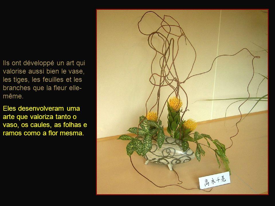 lIs ont développé un art qui valorise aussi bien le vase, les tiges, les feuilles et les branches que la fleur elle- même.