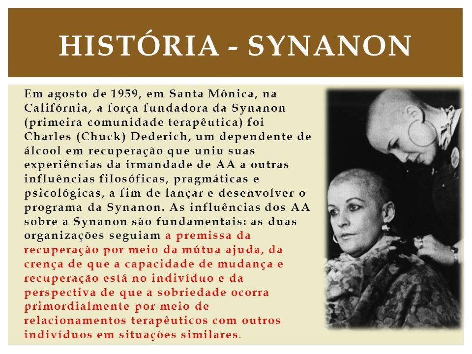 Em agosto de 1959, em Santa Mônica, na Califórnia, a força fundadora da Synanon (primeira comunidade terapêutica) foi Charles (Chuck) Dederich, um dep