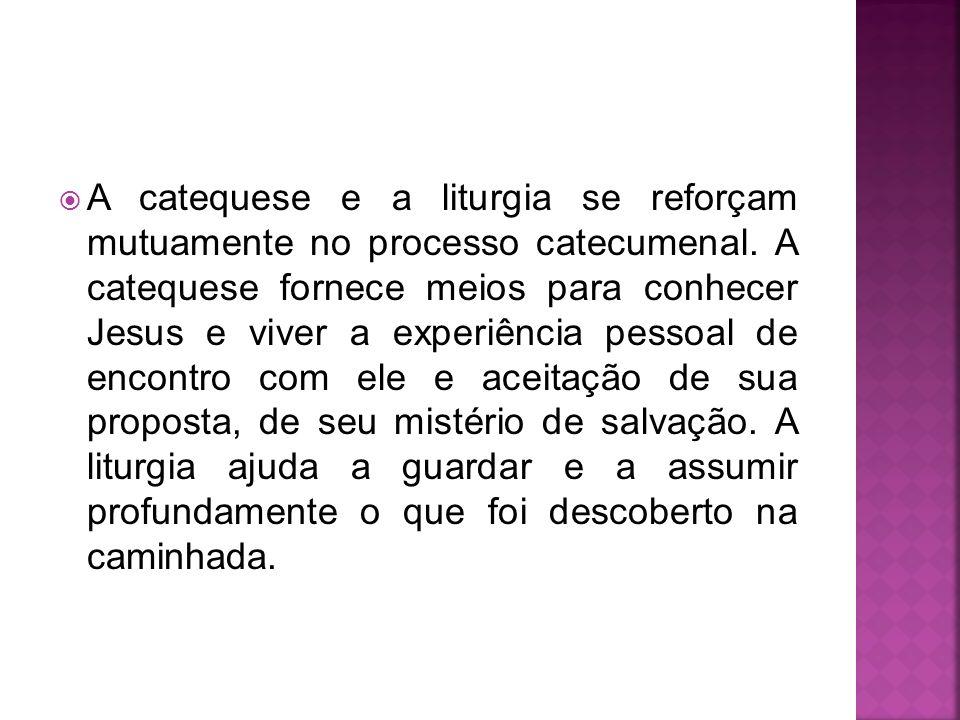 A catequese e a liturgia se reforçam mutuamente no processo catecumenal. A catequese fornece meios para conhecer Jesus e viver a experiência pessoal d