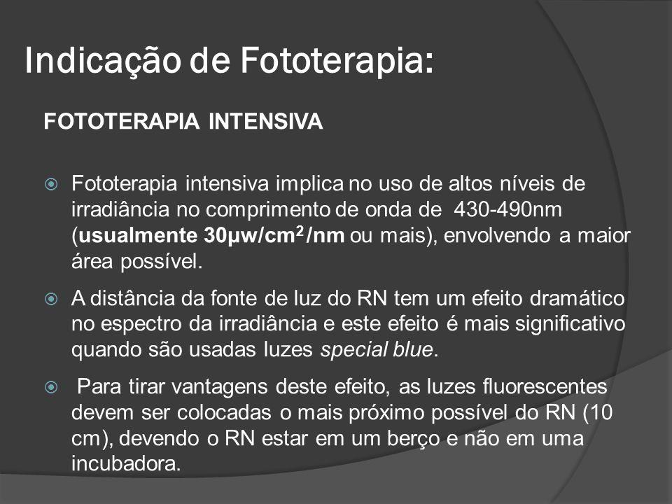 FOTOTERAPIA INTENSIVA Fototerapia intensiva implica no uso de altos níveis de irradiância no comprimento de onda de 430-490nm (usualmente 30μw/cm 2 /n