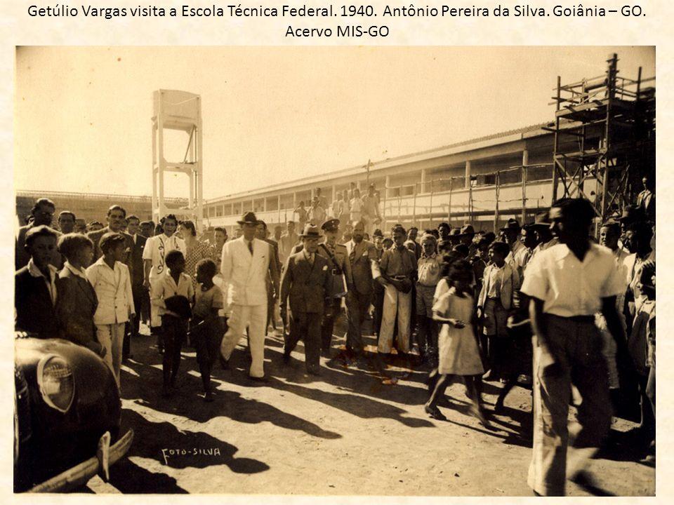 Getúlio Vargas visita a Escola Técnica Federal. 1940. Antônio Pereira da Silva. Goiânia – GO. Acervo MIS-GO