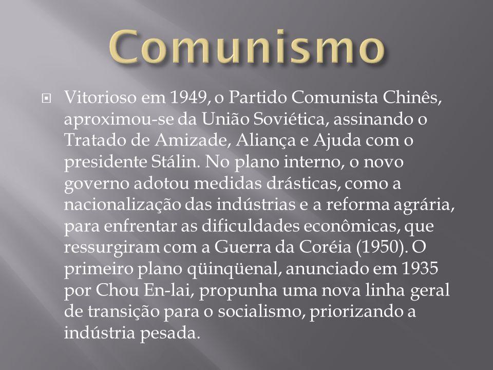 Vitorioso em 1949, o Partido Comunista Chinês, aproximou-se da União Soviética, assinando o Tratado de Amizade, Aliança e Ajuda com o presidente Stáli