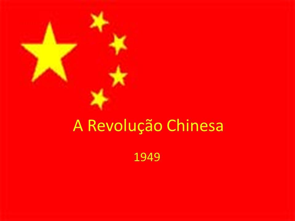 O Conflito sino-soviético Nunca havia sido estabelecido um verdadeiro apoio soviético à China; Morte de Stálin (1953) Assumiu Nikita Krushev: – Desestalinização da URSS: Combate ao culto à personalidade; Defesa de uma maior descentralização; – coexistência pacífica; 1959 – URSS negou-se a enviar tecnologia nuclear para a China; 1960 – URSS retirou conselheiros técnicos da China; 1962 – Rompimento entre chineses e soviéticos; 1972 – Visita de Richard Nixon na China;