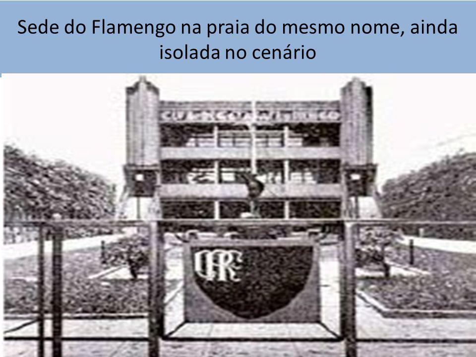 Sede do Flamengo na praia do mesmo nome, ainda isolada no cenário