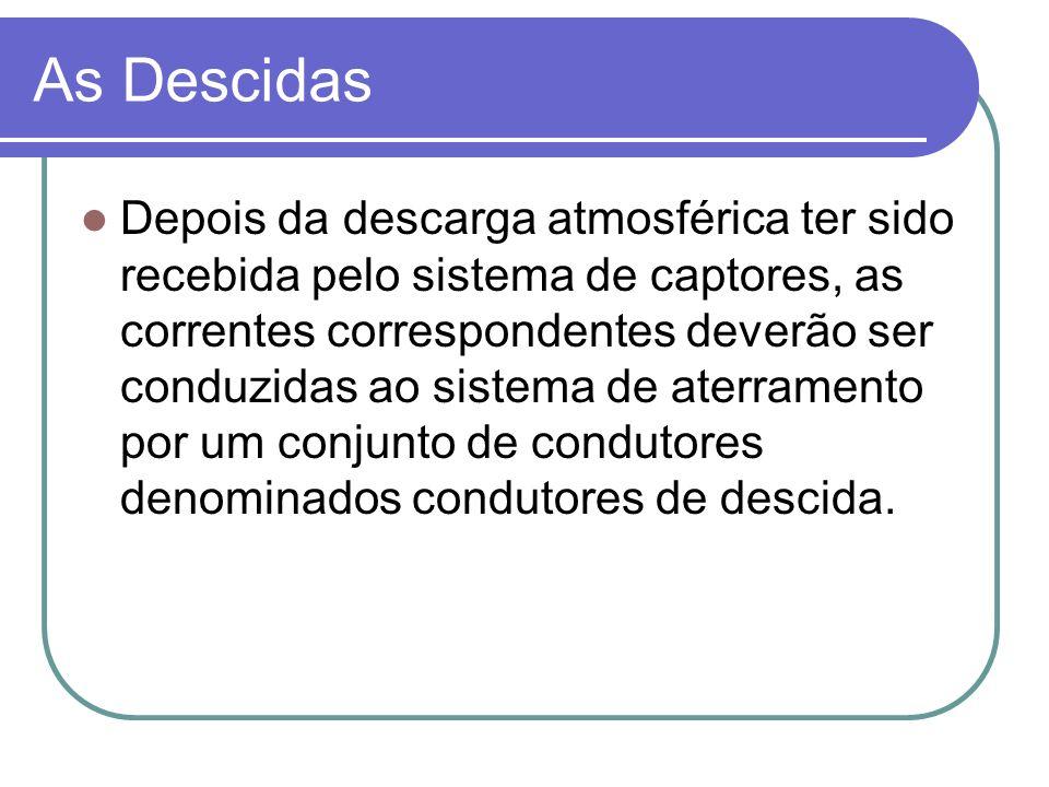 As Descidas Depois da descarga atmosférica ter sido recebida pelo sistema de captores, as correntes correspondentes deverão ser conduzidas ao sistema