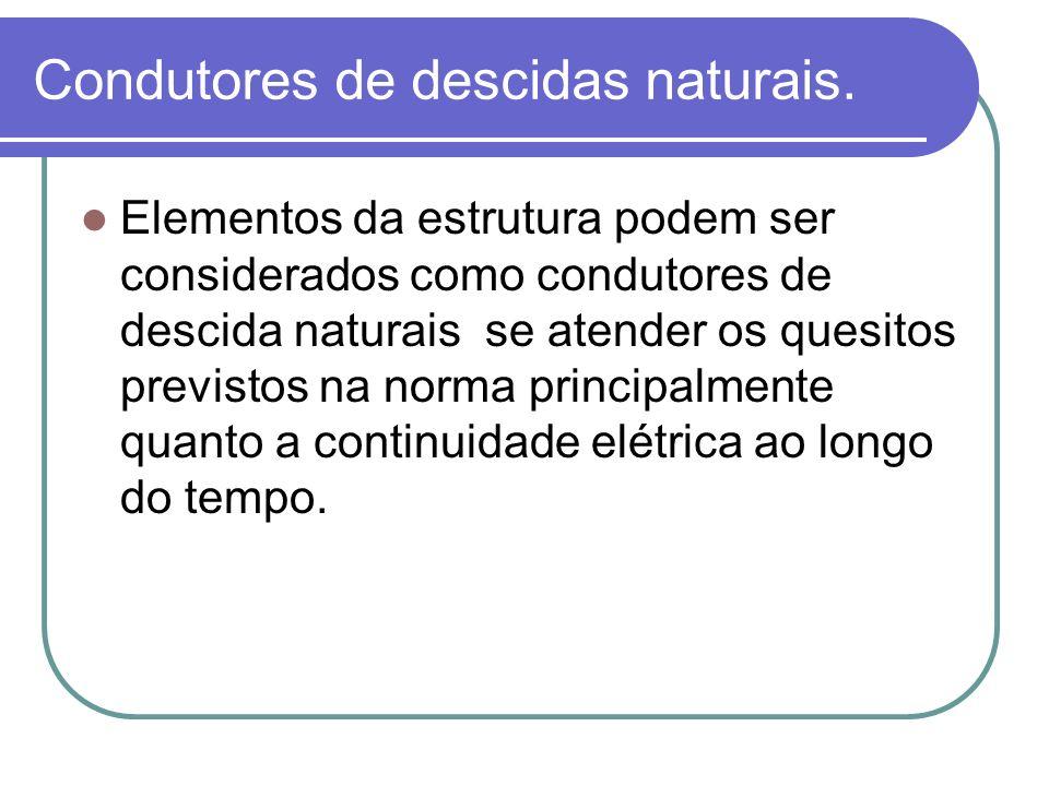 Condutores de descidas naturais. Elementos da estrutura podem ser considerados como condutores de descida naturais se atender os quesitos previstos na
