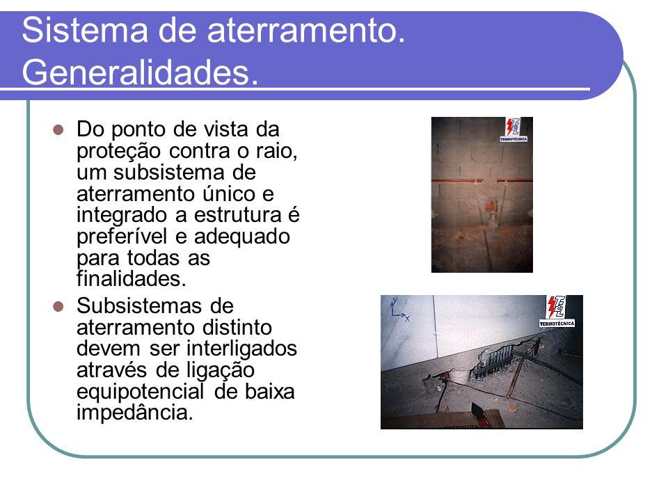Sistema de aterramento. Generalidades. Do ponto de vista da proteção contra o raio, um subsistema de aterramento único e integrado a estrutura é prefe