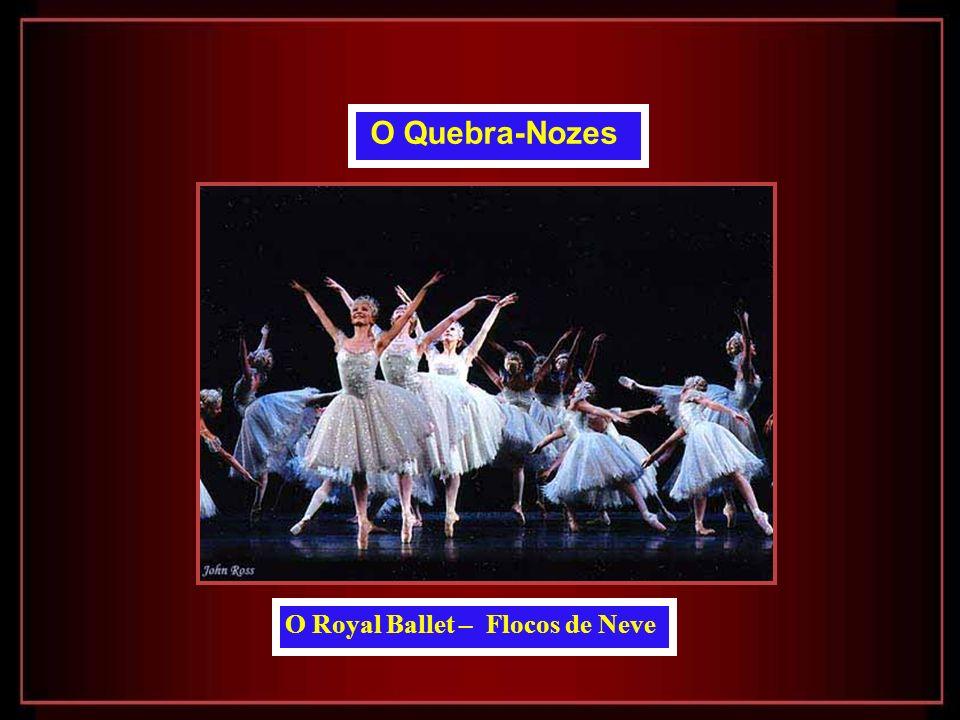 O Royal Ballet Iohna Loots como Clara, David Pickering como Rei dos Ratos e Ricardo Cervera como O Quebra-Nozes O Quebra-Nozes