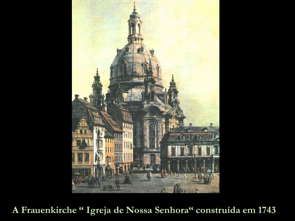 Bombardeiros Stirling britânicos atacam Dresden, 14 de fevereiro.
