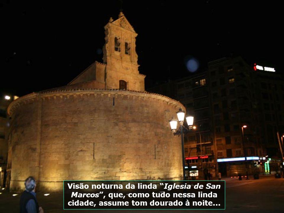 Recinto preferido para concertos, apresentações musicais e demais espetáculos, a Plaza Mayor é o agradável refúgio noturno de moradores e visitantes..