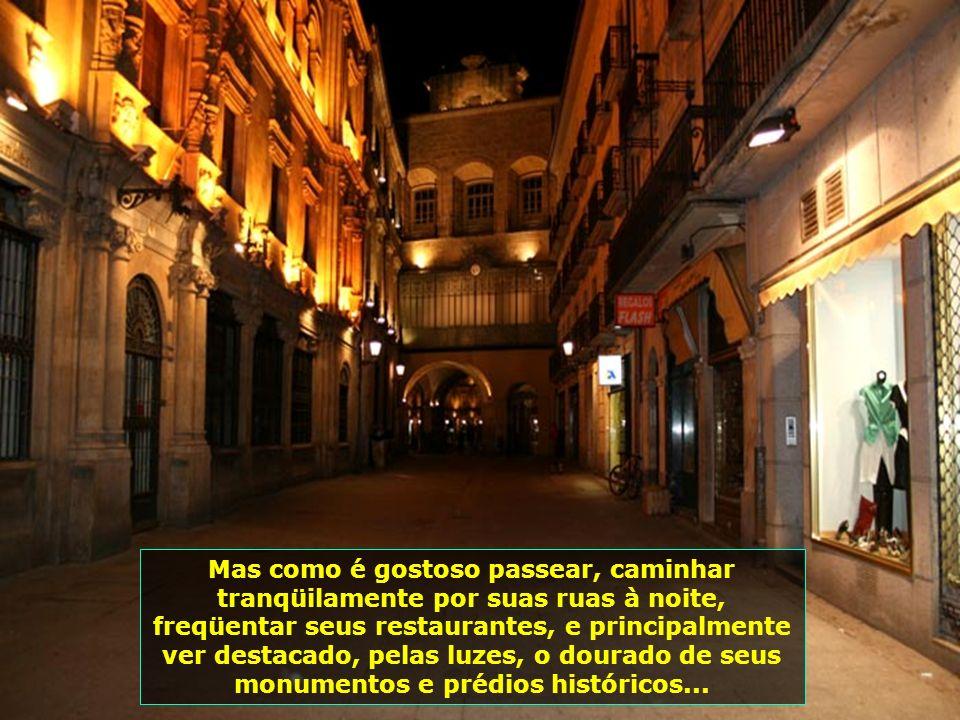 Visão noturna da linda Iglesia de San Marcos, que, como tudo nessa linda cidade, assume tom dourado à noite...
