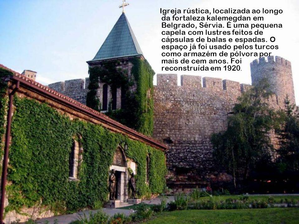 Igreja do Jubileu, Roma, Itália. Projetada em 1996, pelo arquiteto Richard Meier.As paredes são de cimento especial com dióxido de titânio que ajuda n