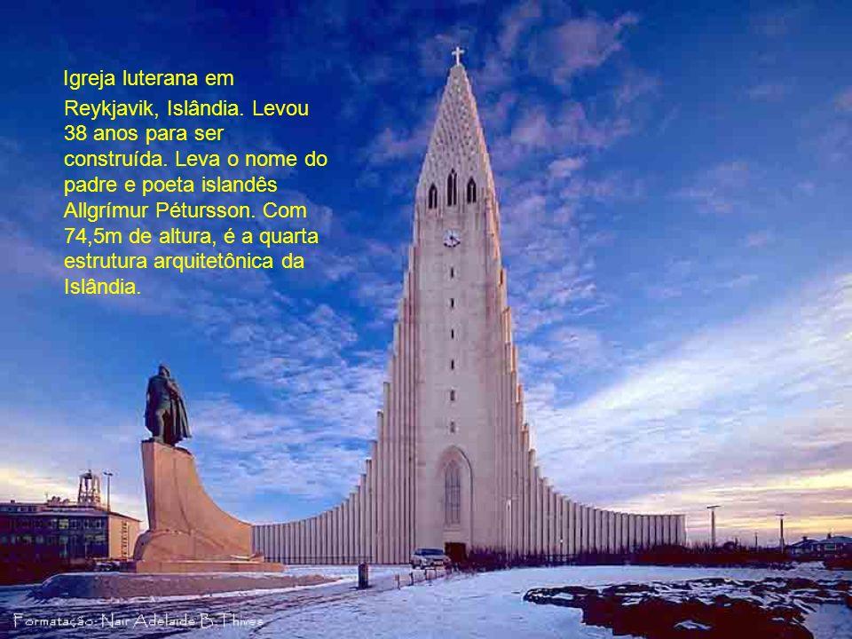 Catedral de Nossa Senhora da Glória, Maringá, no Estado do Paraná, Brasil. Arquitetura moderna e arrojada, idealizada por D.jaime Luiz Coelho e projet