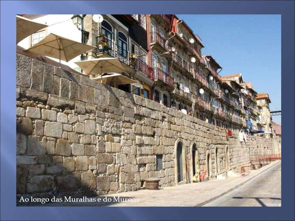 Incrustado no Muro da Ribeira, o Memorial recorda o desastre da Ponte das Barcas em 29.Março.1809. Os portuenses fugiam das tropas invasoras de Napole