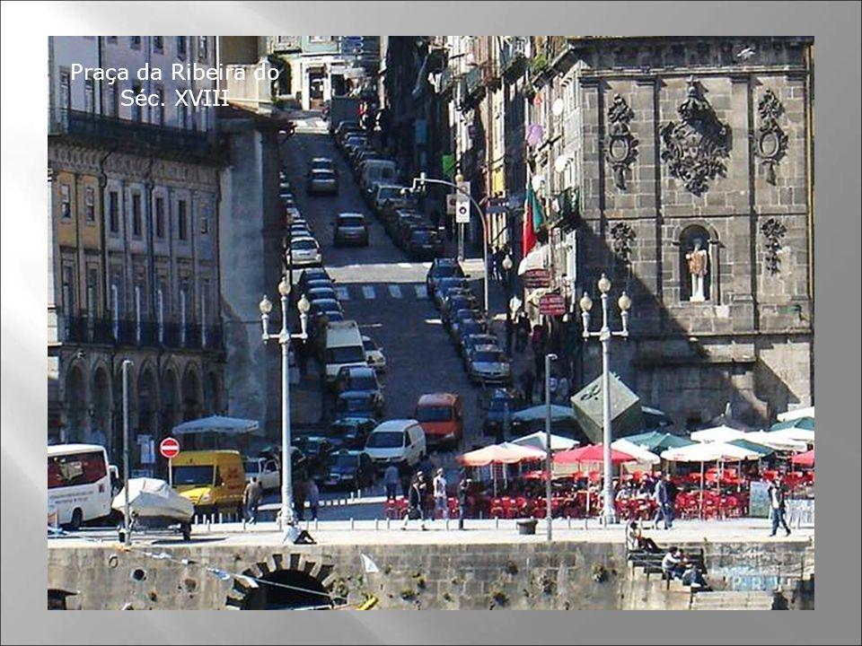 É uma das Praças mais antigas da cidade e um local histórico. Já referida em 1389, aqui existia uma intensa actividade comercial. Em 1491 foi destruíd