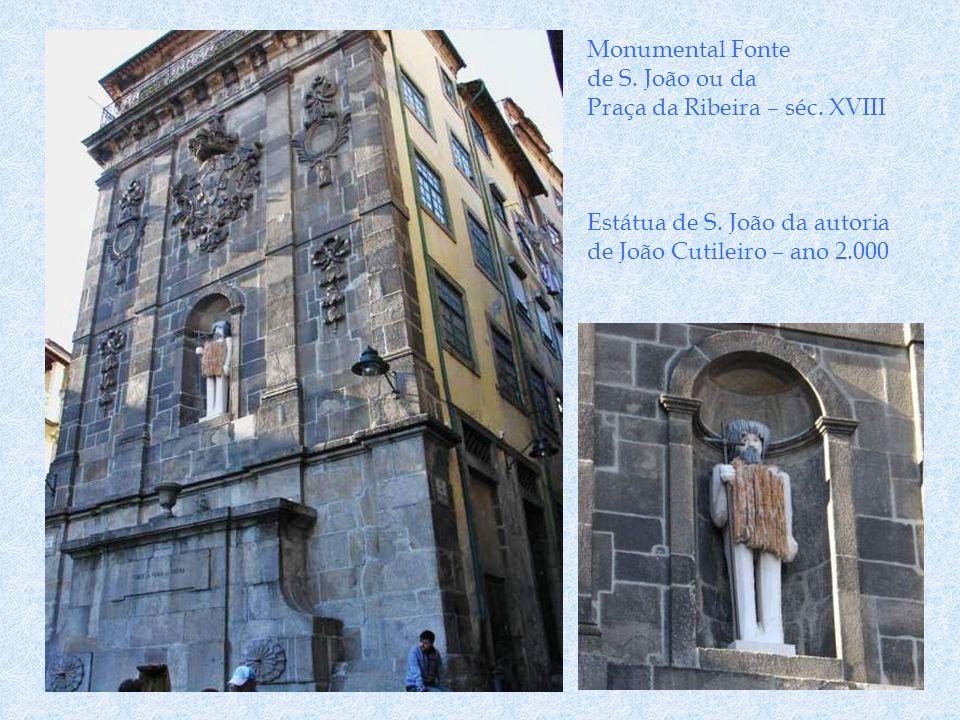 Rua dos Mercadores Gente abastada e do Clero, escolheu esta rua para moradia. Embora os primeiros registos conhecidos sejam do séc. XIV presume-se que