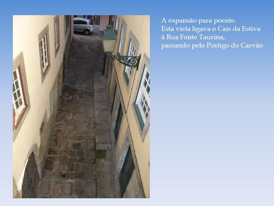 Torre da Rua de Baixo É um dos mais antigos edifícios da cidade e o único exemplar da arquitectura civil medieval existente na zona do Barredo. Apesar