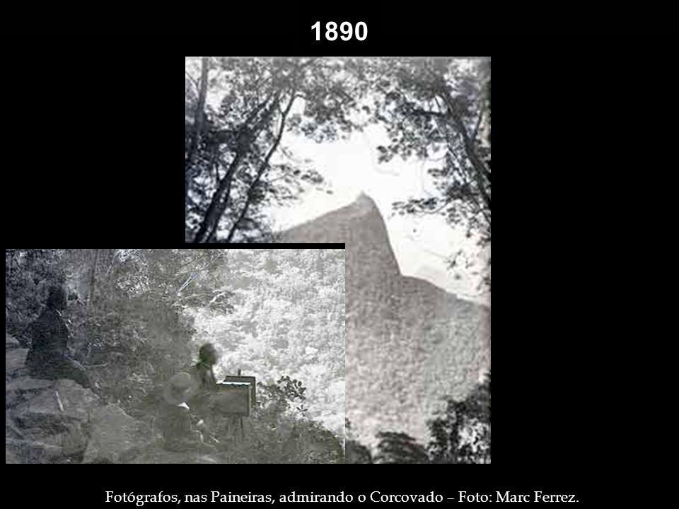 1890 Contemplando a enseada de Botafogo – Foto: Marc Ferrez. Trabalhadores, transeuntes e os tradicionais ambulantes do Largo da Carioca, no Centro –